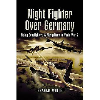 Natt Fighter Over Tyskland - flygende Beaufighters og mygg i Wor