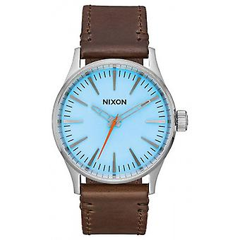 Nixon de Sentry 38 Leather Watch - Sky blauw/bruin