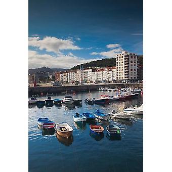 Città e Porto Vista Castro-Urdiales Spagna Poster stampa di Walter Bibikow