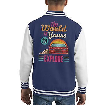 De wereld Is van jou te verkennen Racing auto Pixel Art Kid's Varsity Jacket