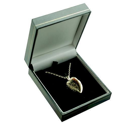 9ct Gold 21x19mm hand engraved heart shaped Locket with a belcher Chain 16 inches Only Suitable for Children