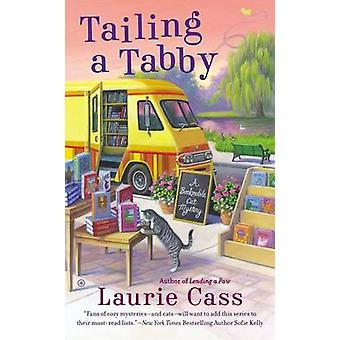 Tailing a Tabby - A Bookmobile Cat Mystery by Laurie Cass - 9780451415