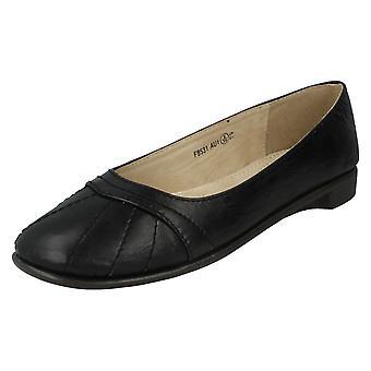 Fläck på avslappnad Ballerina platta skor