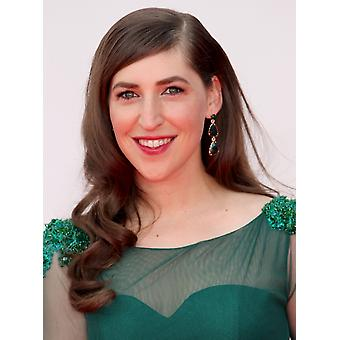 Mayim Bialik bij aankomst voor de 65e Primetime Emmy Awards - aankomsten Nokia Theater LA Live Los Angeles Ca 22 September-2013 foto door James AtoaEverett collectie foto afdrukken