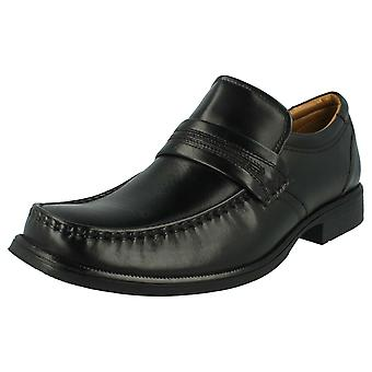 Herren Clarks formelle Slip on Schuhe