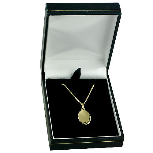 18ct Gold 17x11mm oval St Christopher Pendant with a curb Chain 16 inches Only Suitable for Children