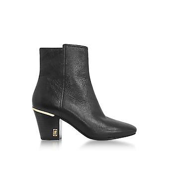 Marc Jacobs women's M9002021001 black leather ankle boots