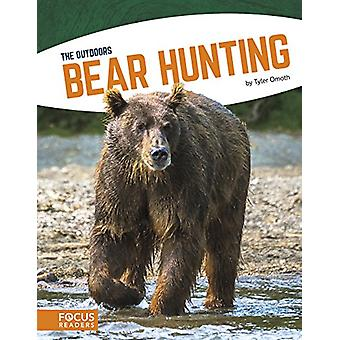 Bear Hunting by Tyler Omoth - 9781635172898 Book