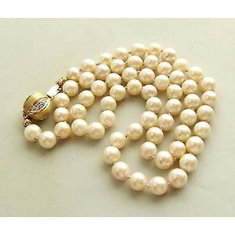 Pearl Necklace with gold lock and diamond