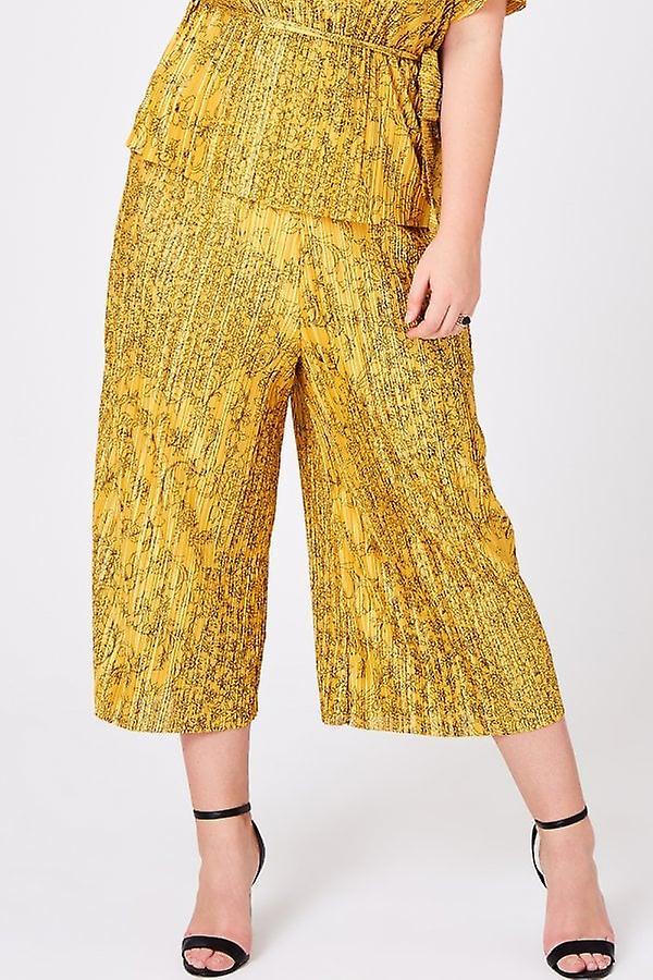 Girls On Film Curvy Seth Floral-Print Plisse Trousers Co-ord