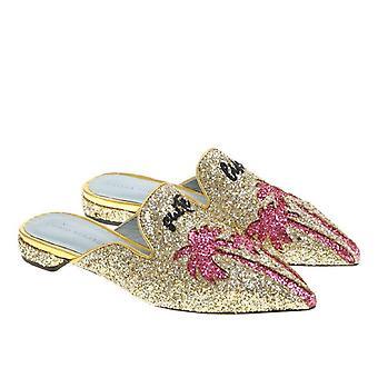 Chiara Ferragni Apartamentos apontam sandálias de mulas em glitter dourados