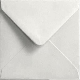 Vit gummerat 130mm fyrkantig färgade vita kuvert. 100gsm FSC hållbart papper. 130 mm x 130 mm. bankir stil kuvert.