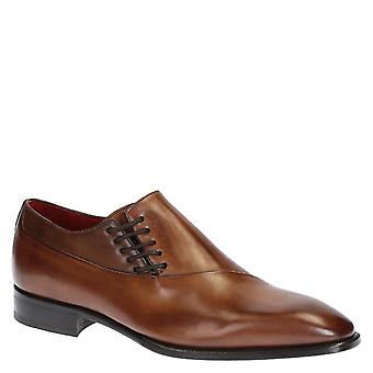 Modern wholecuts shoes for men in brown leather
