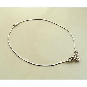 collar de oro blanco de 18 kilates con diamantes