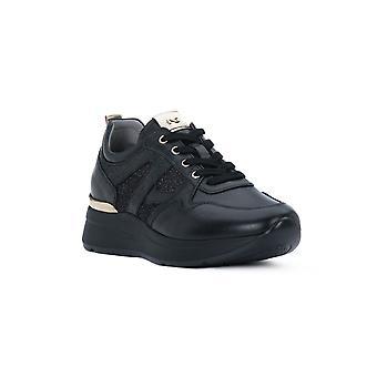 Black glove gardens black sneakers fashion