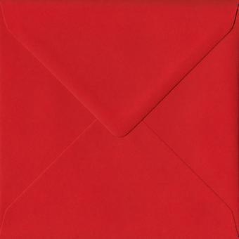Poppy röd gummerat 155mm fyrkantig färgade röda kuvert. 100gsm FSC hållbart papper. 155 mm x 155 mm. bankir stil kuvert.