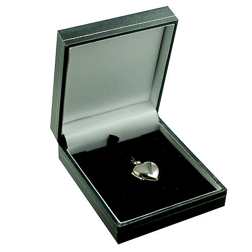 18ct White Gold 17x16mm plain heart shaped Locket