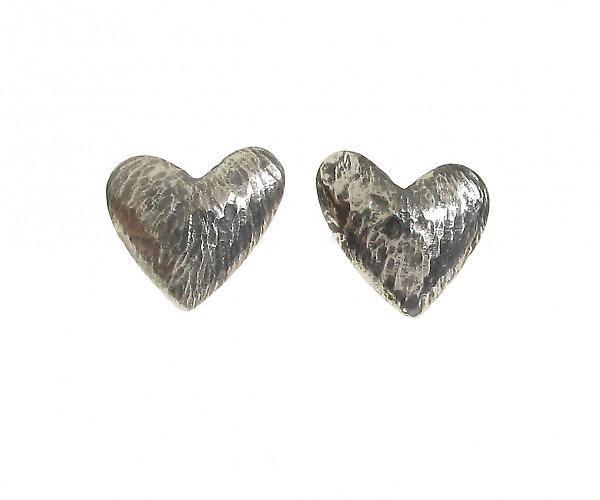 Cavendish Frans geoxideerd zilver asymmetrische Heart Stud Earrings Stud Earrings