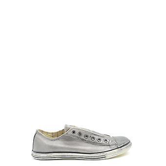 أحذية جلدية فضية معكوسة