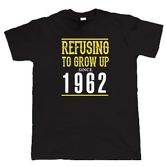Vectorbomb, rifiutandosi di crescere dal 1962 Mens Funny T Shirt (S alla 5XL)