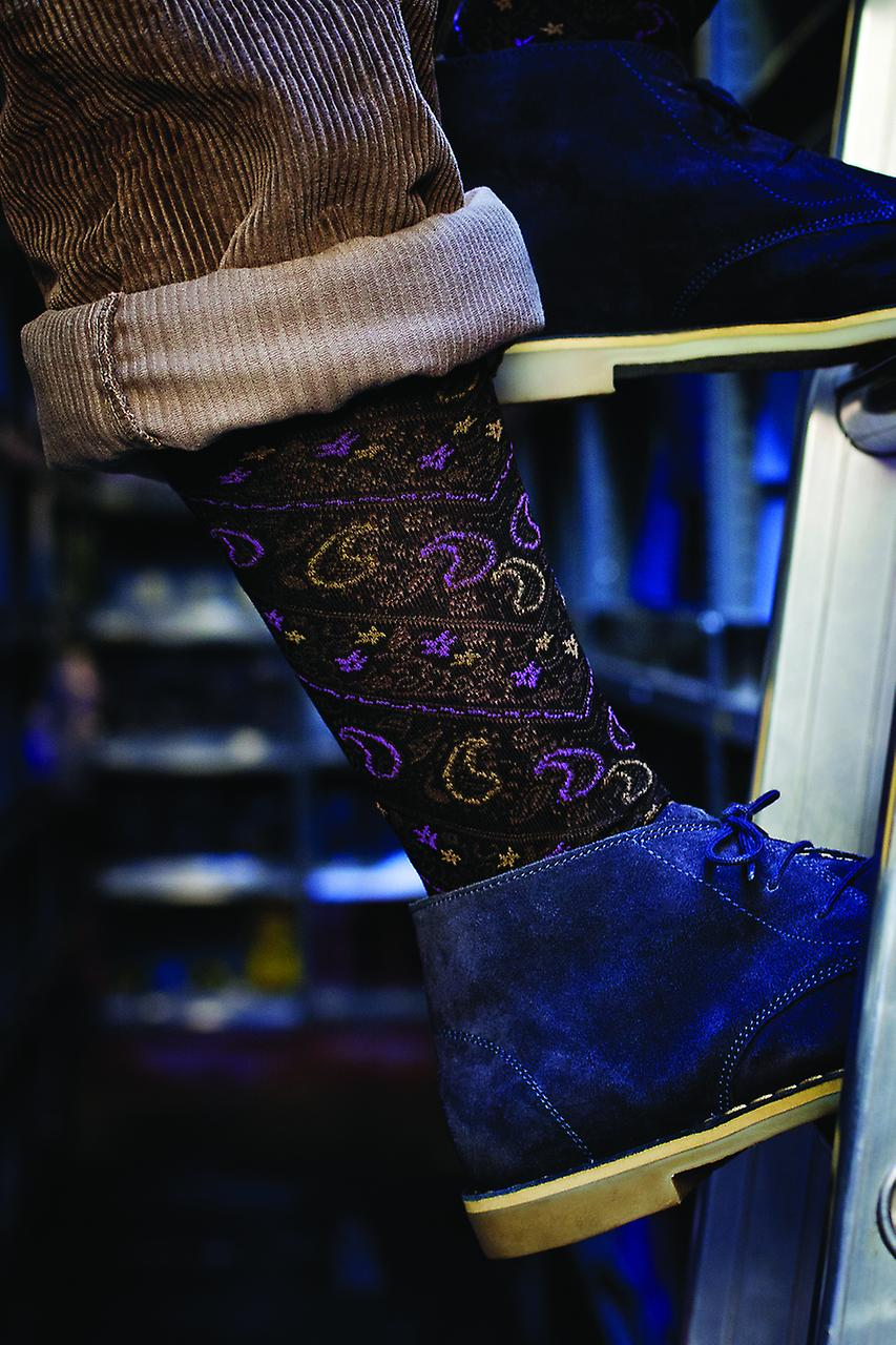 Pensbury men's black patterned socks by Pantherella. Made in England from Egyptian cotton lisle