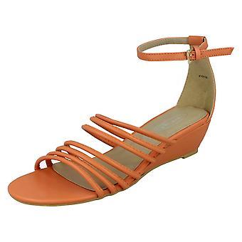 Spot de dames sur milieu Wedge Strappy Sandals avec sangle de cheville