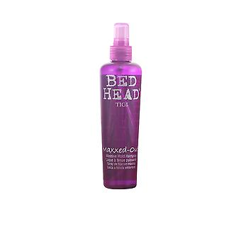 TÊTE de lit maxxed out massive hold hairspray