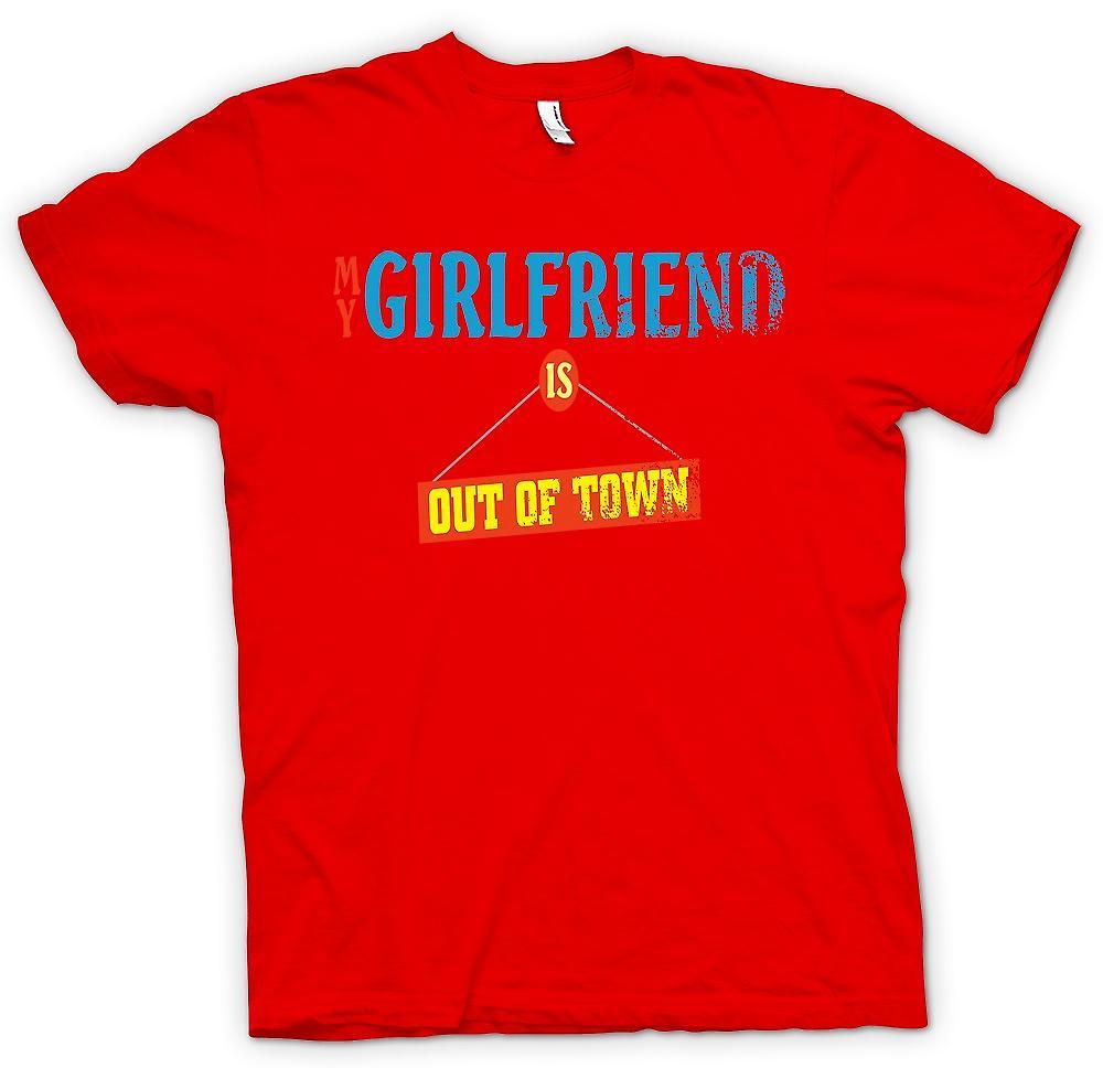 Mens T-shirt-ma copine est hors de la ville - blague