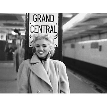 Marilyn Monroe Grand Central Station Poster Print by Ed Feingersh (19 x 15)