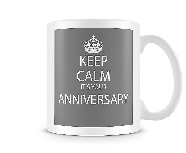 Tenere calma s una tazza stampata di anniversario