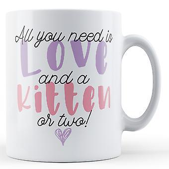 Allt du behöver är kärlek och en kattunge eller två! -Tryckt mugg