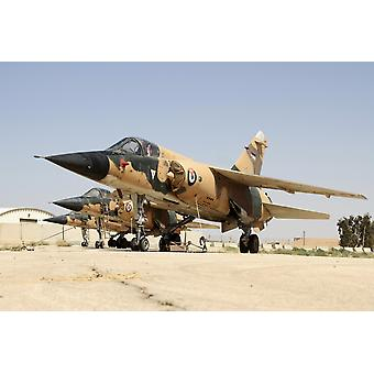 Mirage F1 gevechtsvliegtuigen van de Koninklijke Jordaanse luchtmacht gestationeerd op Azraq Air Force Base Jordanië Poster Print
