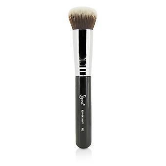 Sigma Beauty F82 Round Kabuki Brush - -