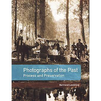 Foto's uit het verleden - proces en behoud door Bertrand Lavedri
