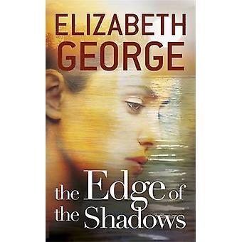 Kanten på skyggene av Elizabeth George - 9781444720082 bok