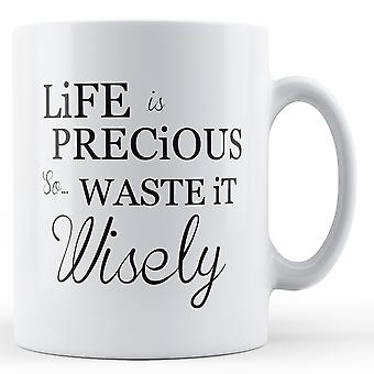 La vie est précieux donc gaspiller sagement - imprimé Mug