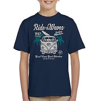 Rida vågor Camper Van Kid's T-Shirt