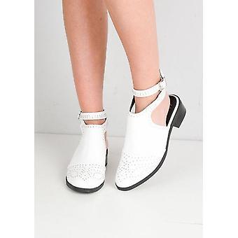 Recorte studded botas de tornozelo com fivela detalhe branco