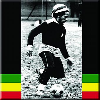 Bob Marley playing football steel fridge magnet    (ro)