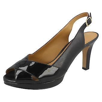 Дамы Clarks заглянуть ног босоножки Delsie Kala