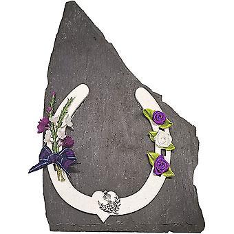 Sweet Pea Designs White Horse Shoe schottische Andenken auf Schiefer
