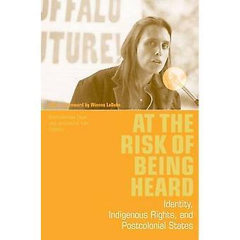 聞いた - アイデンティティ - 先住民族の権利と Postcolo の危険性