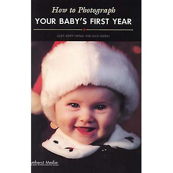 How to Photograph Your Baby's First Year by Laurie Hayball - David Ha