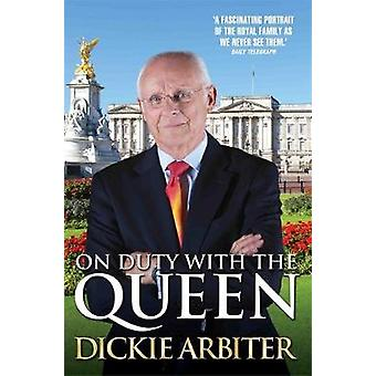On Duty with the Queen by Dickie Arbiter - Lynne Barrett-Lee - 978191