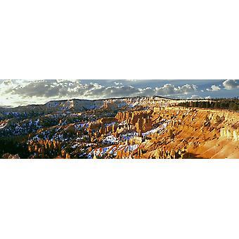 春の彼岸近く日の出点火ブライス キャニオンでブライス キャニオン国立公園ユタ州アメリカ ポスター印刷で高屋