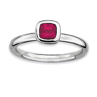 Sterling Silver lunetta lucidato placcato in rodio impilabile espressioni cuscino taglio creato anello rubino - formato dell'anello: 5-10