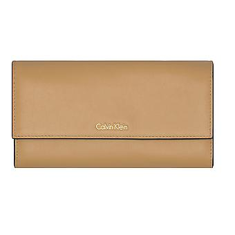 Calvin Klein – Compact – large trifold dames portemonnee – toast