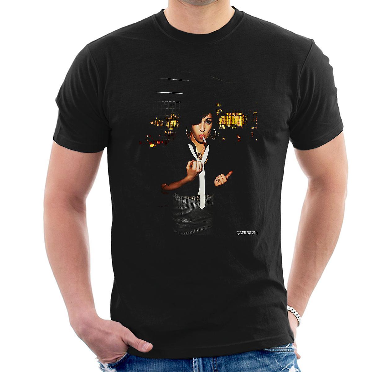 Amy Winehouse Smoking Men's T-Shirt