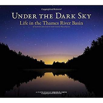 Under den mörka himlen: liv i Thames River Basin (Garnet böcker)