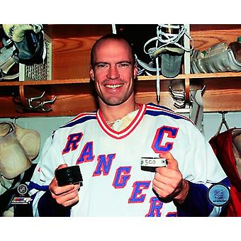 Mark Messier with 500th Career Goal Puck Photo Print